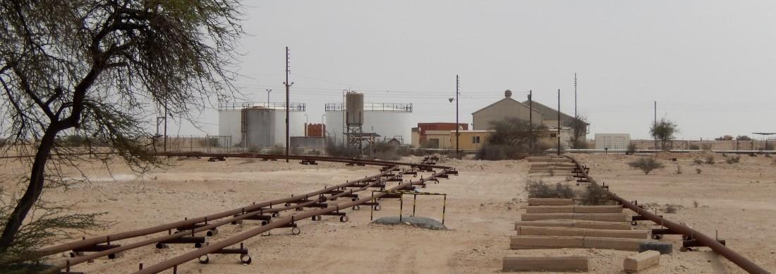 Qatar,_Al_Jumailiyah_(10),_old_oil_installation_EDIT
